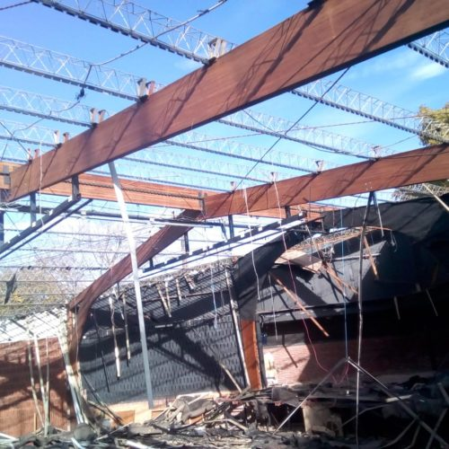 Demolición de auditorio dentro del Colegio Northlands Olivos